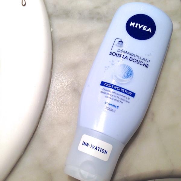 D maquillant sous la douche nivea le test les petits - Belle maman sous la douche ...