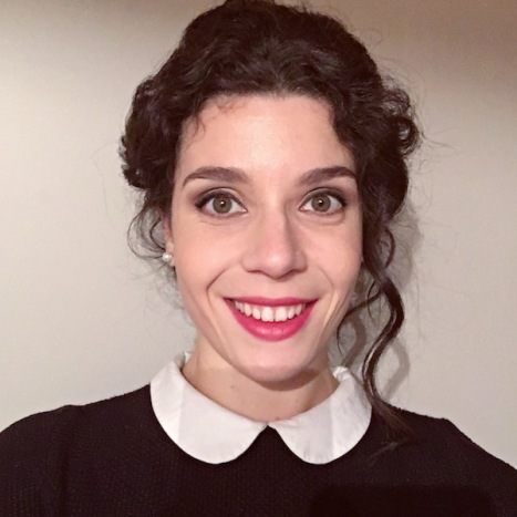 idée_coiffure_cheveux_bouclés_camille_albane_maquillage