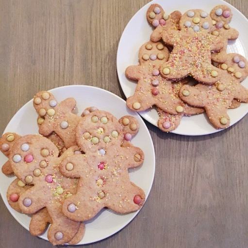 sablés_biscuits_noël_smarties_décoration_recette_gingerbread_cookies_noel