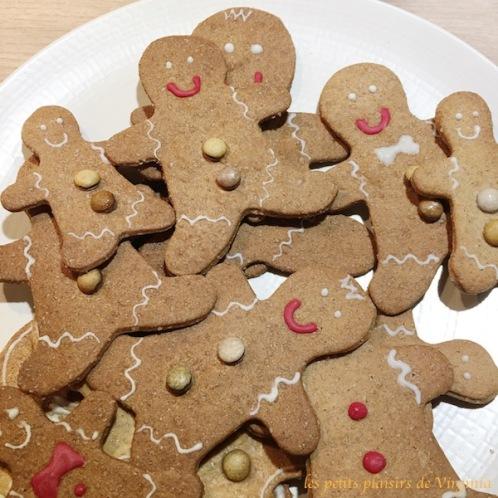 sablés_noël_gingerbread_cookies_recette_petit_bonhomme_pain_épices_glaçage_décoration