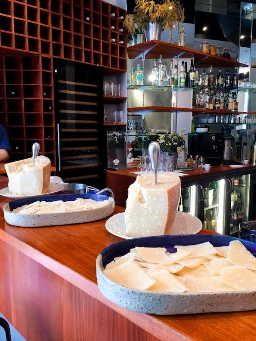 parmigiano_reggiano_consortium_parmesan_restaurant_anna_affinage